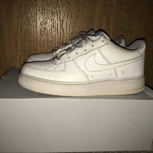 Zapatos Ones Nike Air Force Ones Zapatos Bajo Poshmark 6cf5fa